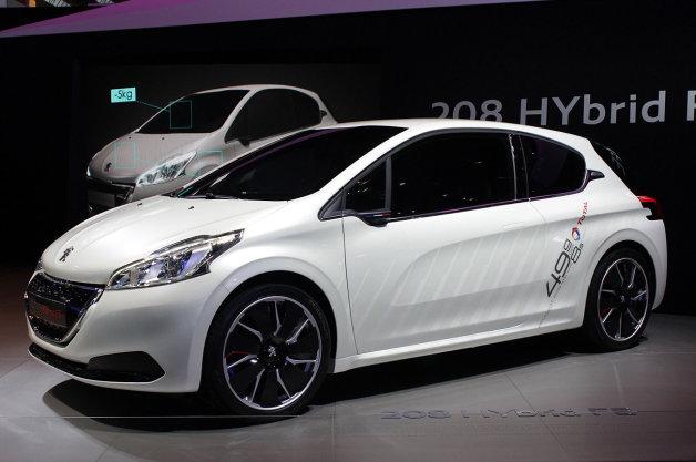 first look at the peugeot 208 hybrid car blog. Black Bedroom Furniture Sets. Home Design Ideas